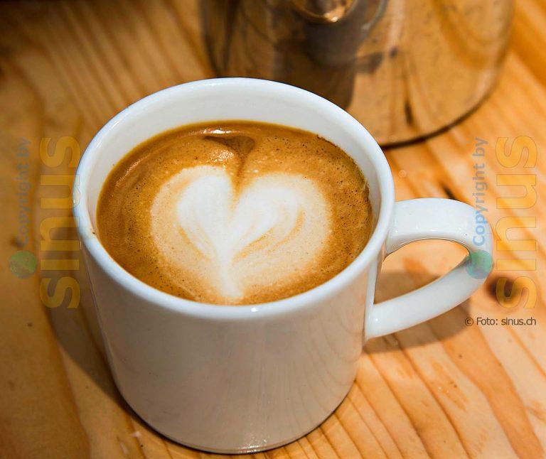 Cappuccino mit Milchschaum als Herz
