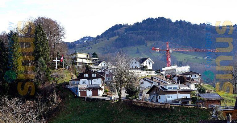 auf dem Sonnenberg, das Daddy wohl ca 1950 erstellt hat, heute steht es auf einem Privatgrundstück und eine Schweizer Flagge ist daneben