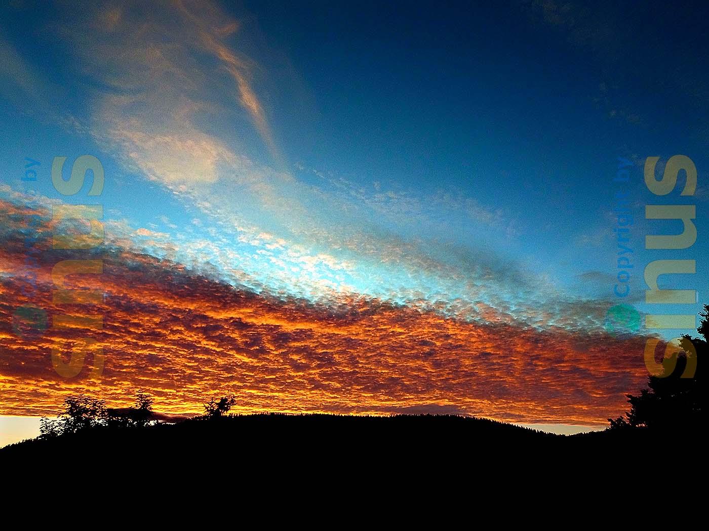 Wokenhimmel mit Abendsonne
