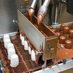 Mohrenkopf-Produktion, Schokolade, umstrittener Name, Rassismus, Schaumkuss