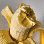 einzelne Banane angebissen