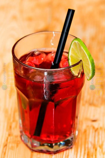 Rum-Cocktail mit Limette